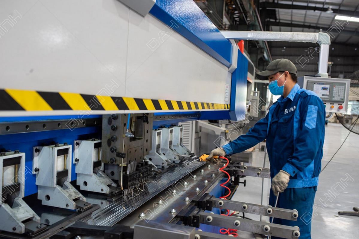 Gia công inox tại Xưởng cơ khí Đa Hình bằng máy móc hiện đại