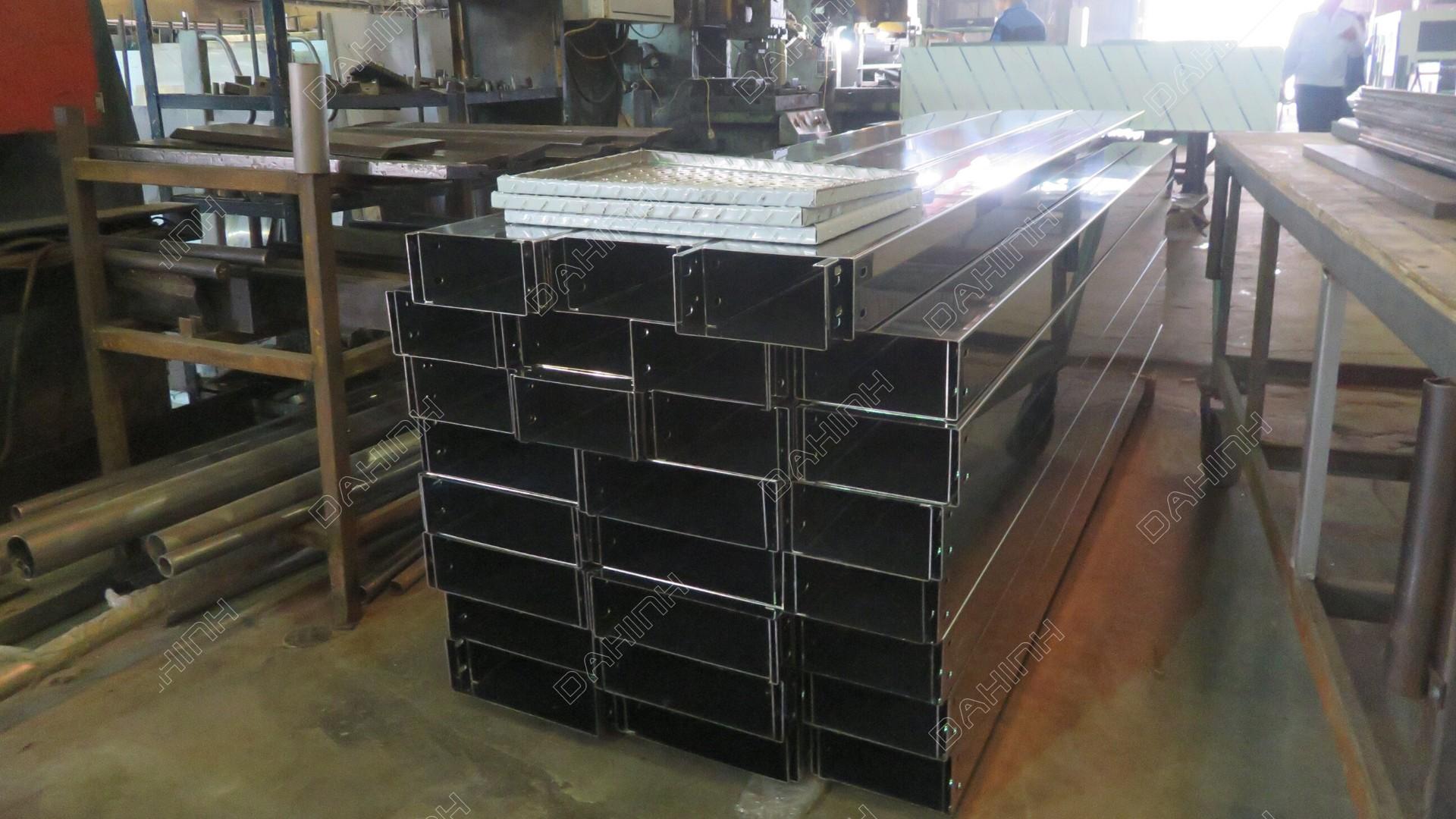 Đa hình gia công, sản xuất máng cáp điện chất lượng cao