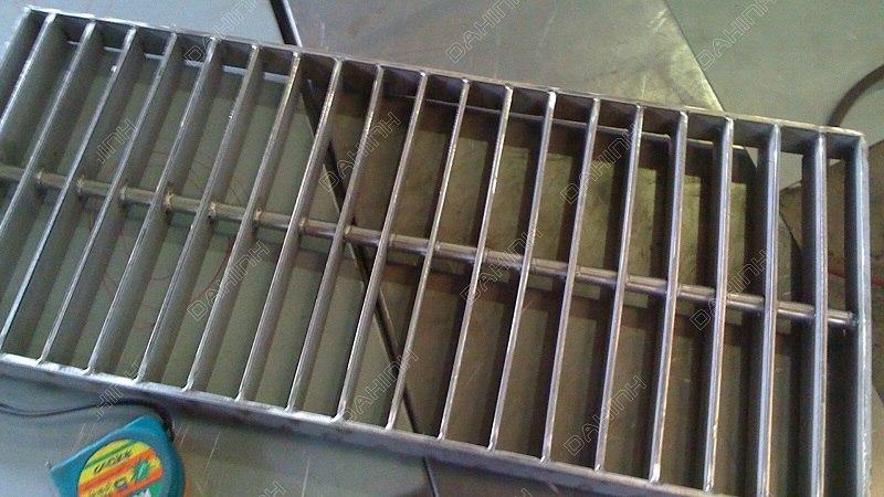 Gia công tấm thoát sàn inox tại Hà Nội giá tốt, chất lượng cao