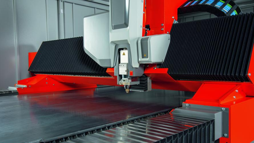 Đầu tư máy cắt laser hiện đại, tiên tiến