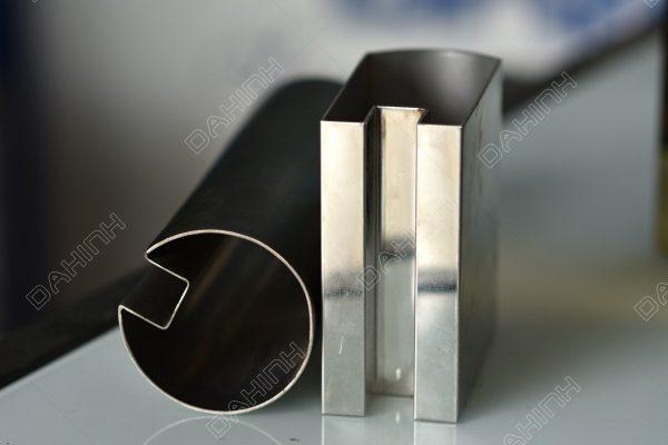 Gia công chấn gấp soi rãnh V CNC inox cho lan can, cửa cổng theo yêu cầu