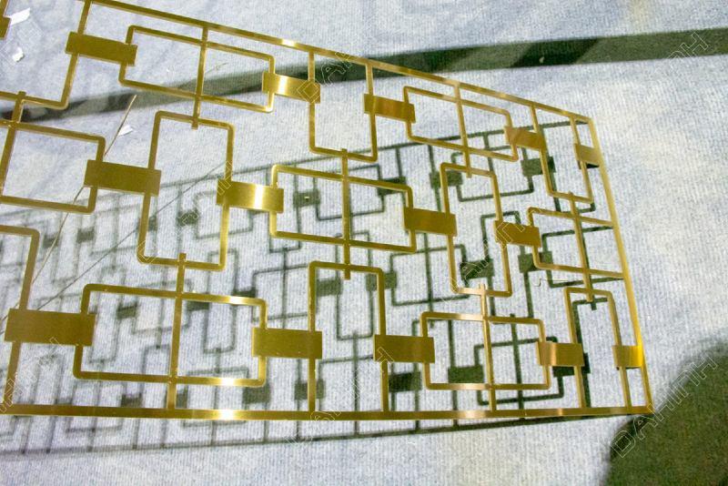 Gia công vách ngăn cnc inox mạ vàng tại hà nội