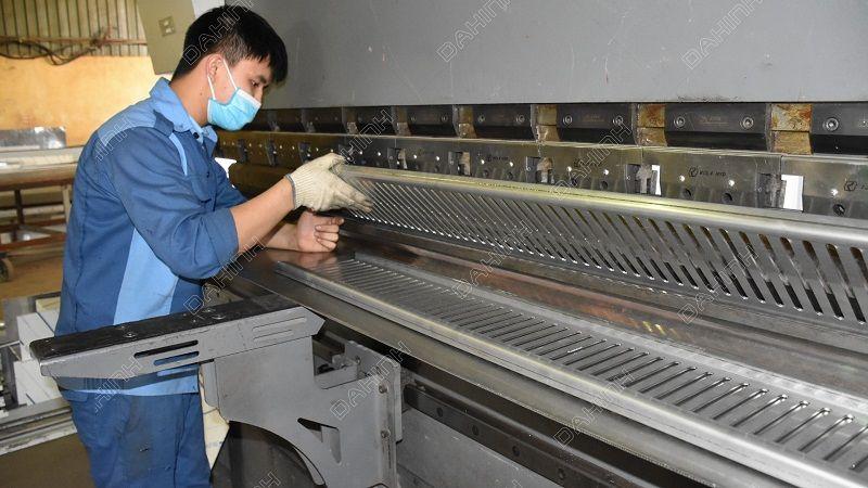 máy móc tại Xưởng cơ khí Đa Hình