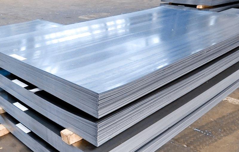 Bề mặt vật liệu cần đảm bảo sạch sẽ trước khi gia công inox để tránh tình trạng oxy hóa