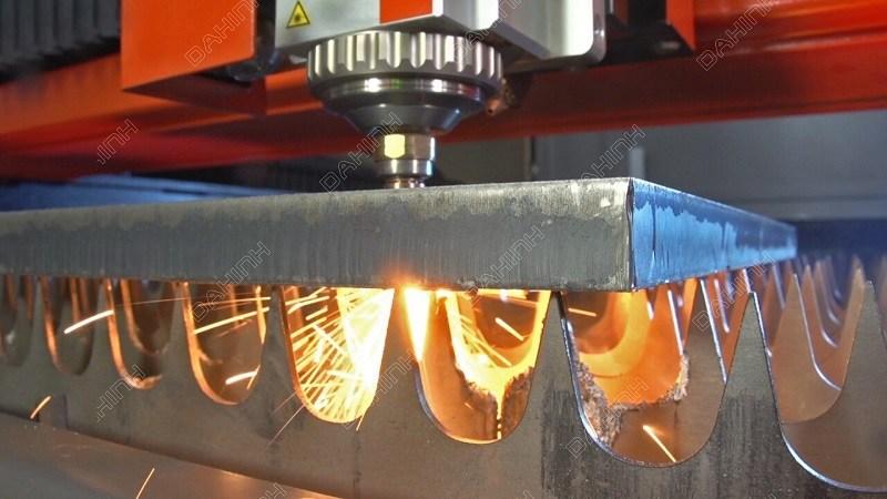 Đa Hình đầu tư hệ thống máy móc hiện đại phục vụ hoạt động gia công kim loại tấm