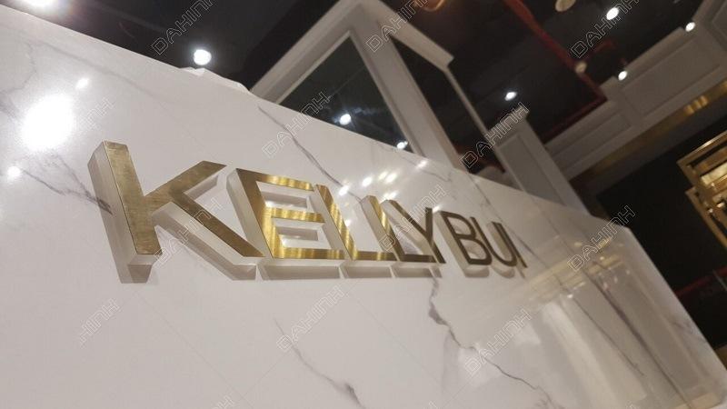 Đa Hình thực hiện gia công cắt chữ và mạ PVD chữ inox cho thương hiệu KellyBui